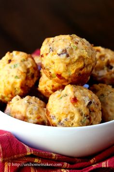 Garlic Chipotle Muffins with Scallions Cheddar & Bacon.  http://www.pinterest.com/CoronaQueen/appetizers-and-football/  ☀CQ #appetizers  #football