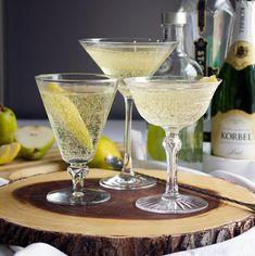 French Pear Martini Best Picture For healthy food snacks For Your Taste You are looking for something, and it is going to tell you exactly what you are looking for, … Pear Drinks, Fall Drinks, Mixed Drinks, Yummy Drinks, Alcoholic Drinks, Pear Martini, Pear Vodka, French Martini, Gourmet