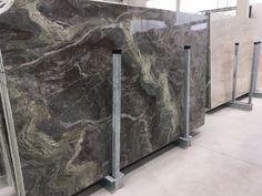 Marmor Granit Tormalina - ein neuer Steinbruch. Ausdrucksstarke Struktur; erhältlich in Unmaßtafeln mit 2 cm Materialstärke, poliert oder geschliffen