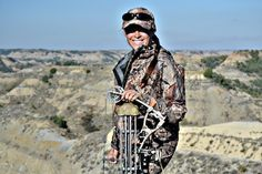 Writing Huntress took her training to the badlands to stalk muleys with her Hoyt.
