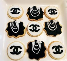 Chanel themed cookies, black and white - Desserts Chanel Cookies, Chanel Cake, Coco Chanel, Chanel Birthday Party, Chanel Party, 26th Birthday, Meringue, Pearl Cake, White Desserts
