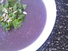 Cozinhar para ser feliz e saudável  http://cozinharparaserfelizesaudavel.blogspot.com/2016/01/sopa-de-couve-flor-couve-roxa-e-aipo_18.html
