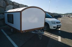 Telescoping wooden caravan raises the roof on small living - Zelt Lightweight Camping Trailers, Small Camping Trailer, Diy Camper Trailer, Pickup Camper, Tiny Camper, Micro Campers, Camping Glamping, Diy Camping, Camping Hacks
