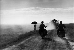 venimos pronto by robert capa