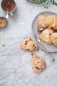 Raspberry Scones (Scones de frambuesa con glaseado de limón) | Food and Cook www.foodandcook.net