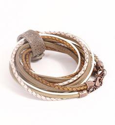 Pimps & Pearls handgemaakte leren armband model Moesss Pure. Moesss kan zowel als armband, ketting, heupriempje en als laarssieraad gedragen worden. Kortom, Stoer & Stijlvol! - NummerZestien.eu