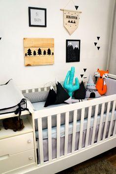 Quarto Indie. Almofadas Toy montanha, flecha, cacto, cabana, gota e raposa.Quadrinhos personalizados.Flâmula personalizada, pallet personalizado.  - Tree House Baby & Kids