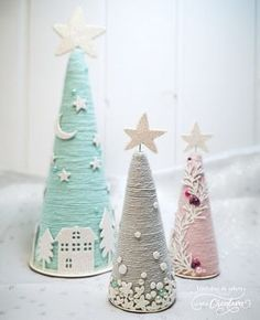 Christmas cones - The creative couple Conos navideños. - La pareja creativa Christmas cones - The creative couple Easy Christmas Decorations, Cone Christmas Trees, Christmas Tree Crafts, Noel Christmas, Pink Christmas, Homemade Christmas, Christmas Projects, Simple Christmas, Holiday Crafts