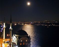 """Night had fallen on the ancient Byzantine capital. All along the banks of the Sea of Marmara, floodlights flickered to life, illuminating a skyline of glistening mosques and slender minarets (...) This was a world divided, a city of opposing forces—religious, secular; ancient, modern; Eastern, Western. Straddling the geographic boundary between Europe and Asia, this timeless city was quite literally the bridge from the Old World … to a world that was even older..."" #inferno #tour #istanbul"