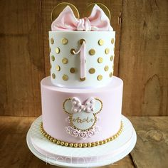 Minnie Mouse cake Minnie Mouse cake The post M cake decorating recipes kuchen kindergeburtstag cakes ideas Bolo Da Minnie Mouse, Minnie Mouse Birthday Cakes, Minnie Cake, Baby Birthday Cakes, Baby Girl 1st Birthday, Birthday Parties, Pink Minnie, Cake Baby, Disney Birthday
