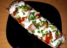 Chrupiące zapiekanki z bagietki. Hawaiian Pizza, Ketchup, Caprese Salad, Food, Essen, Meals, Yemek, Insalata Caprese, Eten
