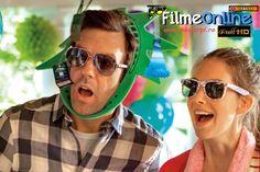 În anul 2002, Lainey (Alison Brie) are o criză de nervi într-un cămin studenţesc. Făcându-i-se milă de ea atunci când este pe cale să fie dată afară de gardieni, Jake (Jason Sudeikis) susţine că este musafira lui. El află că Lainey se afla acolo pentru a-şi pierde virginitatea cu băiatul pe care-l place foarte mult, Matt (Adam Scott), despre care Jake crede că este cel mai plictisitor individ din lume. Lainey realizează faptul că şi Jake este virgin şi se culcă împreună pentu prima oară. În…