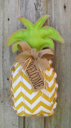 Pineapple WELCOME Sign, Burlap Pineapple Wreath with Yellow Chevron Fabric, Door Hanger, Home Decor Burlap Projects, Burlap Crafts, Wood Crafts, Craft Projects, Diy Wreath, Door Wreaths, Tulle Wreath, Wreath Ideas, Burlap Door Hangers