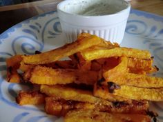 Cheezy Banana Squash Fries - coconut oil, sea salt nutritional yeast for cheesy flavor! (no link so you'll have to wing it) Yummy Veggie, Vegetable Recipes, Yummy Food, Squash Fries, Roasted Banana, Vegan Dinners, Healthy Dinners, Finger Foods, Food Dishes