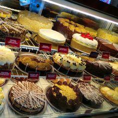 The Cheesecake Factory in San Francisco.. #cheesecake #chocolate #cheesecakefactory #America #California #roadtrip #travel #holiday #usa #sanfrancisco #citylife