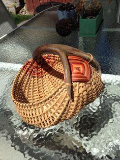 My first antler basket Old Baskets, Wicker Baskets, Loom Weaving, Hand Weaving, Basket Weaving Patterns, Painted Baskets, Basket Crafts, Egg Basket, Deer Antlers