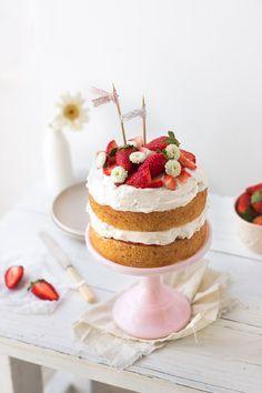 A simple strawberry cream cake made of layers of vanilla sponge cake, soft whipped cream, and fresh strawberries