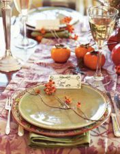 Try these beautiful Thanksgiving table setting ideas, tablescapes, and decorations for your next Thanksgiving! From rustic centerpieces to pretty place cards, there are so many ways to set the Thanksgiving table in style. Thanksgiving Table Settings, Thanksgiving Tablescapes, Thanksgiving Decorations, Diy Thanksgiving, Thanksgiving Traditions, Wedding Decor, Autumn Table, Autumn Harvest, Beautiful Table Settings
