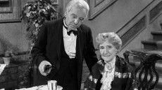 Silvester-Quiz: Skål! Wer sind Siebeim Trinken mit Miss Sophie?