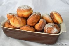 Gogosi pufoase reteta de la bunica | Savori Urbane Easy Cookie Recipes, Donut Recipes, Healthy Dessert Recipes, Sweets Recipes, Brownie Recipes, Cupcake Recipes, Easy Desserts, Baking Recipes, Delicious Desserts