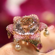 REPOST!!!  This morganite is just amazing, a real flower power imagined by @alessio_boschi_jewels using imagination, gems and pearls to create beautiful jewels . . . #alessioboschijewels #alessioboschi #likeab #jewelryaddict #jewelrygram #jewelryblogger #jewelleryeditor #gems #morganite #diamond #hautejoaillerie #highjewellery #highjewelry #jewelrydesign #jewelrydesigner #joaillerie #stones #gemslover #beauty #flowerpower #flower #bijoux #style #unique #bestoftheday #altajoalheria…