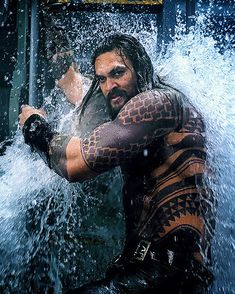 jason momoa in aquaman Aquaman Movie 2018, Aquaman Film, Aquaman Actor, Jason Momoa Aquaman, Dc Comics, Jason Momoa Khal Drogo, Atlantis, Mundo Comic, My Sun And Stars
