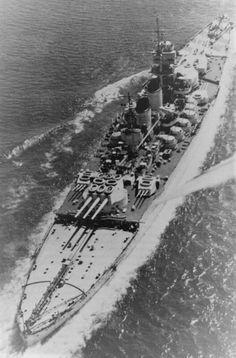 Italian battleship Littorio, one of Italy's most modern WWII battleships, heavily damaged at Taranto, Nov 1940 by British naval forces. Naval History, Military History, Bbs, Capital Ship, Navy Ships, Aircraft Carrier, Royal Navy, War Machine, Yachts