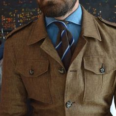 Discover recipes, home ideas, style inspiration and other ideas to try. An Officer And A Gentleman, Gentleman Style, British Style Men, Bon Look, Safari Jacket, Mens Trends, Moda Casual, Country Fashion, Elegant Man