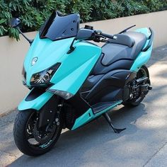 """230 mentions J'aime, 1 commentaires - 🇫🇷 Tmax France 🇫🇷 (@tmaxfrance) sur Instagram : """"🔝🔱🚀 La fusée du jour 🚀🔱🔝 Beau bleu Ciel 📸🏆 . . . . . #🇫🇷 #tmax #tmaxfrance #francetmax #tmax530…"""" Tmax Yamaha, Yamaha Nmax, Yamaha Scooter, Maxi Scooter, Scooters, Scooter Custom, T Max, Evolution T Shirt, Easy Rider"""
