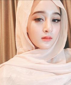 """The bare face image is her """"hot Muslim girl"""" . Beautiful Hijab Girl, Beautiful Muslim Women, Beautiful Eyes, Hijabi Girl, Girl Hijab, Hijab Outfit, Hot Muslim, Muslim Men, Muslim Beauty"""