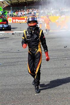 Romain Grosjean (FRA) Lotus F1 after the crash at the start of the race.  Formula One World Championship, Rd12, Belgian Grand Prix, Race, Spa-Francorchamps, Belgium, Sunday, 2 September 2012