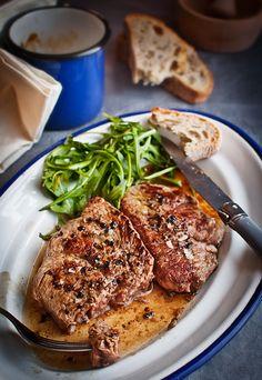 Grilled pepper steak flambe with cognac Spanish Tapas, Spanish Food, Hotel Menu, My Favorite Food, Favorite Recipes, Gluten Free Recipes, Healthy Recipes, Grilled Peppers, Pepper Steak