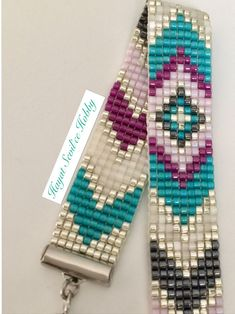 off loom beading techniques Beaded Flowers Patterns, Native Beading Patterns, Beadwork Designs, Native Beadwork, Loom Bracelet Patterns, Bead Loom Bracelets, Bead Loom Patterns, Jewelry Patterns, Beading Projects