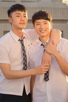 HiStory 2 - Crossing the Line Cute Asian Guys, Asian Love, Asian Men, Bad Romance, Romance And Love, Yuri, Love Scenes, Cute Gay Couples, Thai Drama