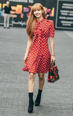 Lisa Lalisa Manoban Blackpink LISA Lisa Blackpink [lalalalisa_m] Blackpink Fashion, Korean Fashion, Fashion Show, Korean Airport Fashion, Jennie Lisa, Blackpink Lisa, Blackpink Outfits, Fashion Outfits, Moda Kpop