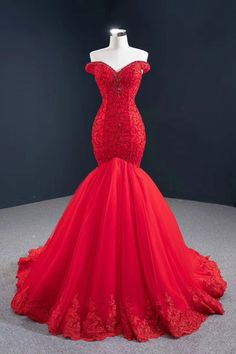Red Ball Gowns, Ball Gowns Prom, Ball Dresses, Red Gowns, Pretty Prom Dresses, Red Wedding Dresses, Red Wedding Colors, Red Quinceanera Dresses, Pageant Dresses For Teens