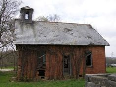 This abandoned schoolhouse is located beside Ream Cemetery on Township Road 121 outside Somerset, Ohio.