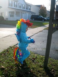 xpost r/crafts; 4 y/o asks to be Rainbow Dash for halloween. Cuteness ensues. - Imgur