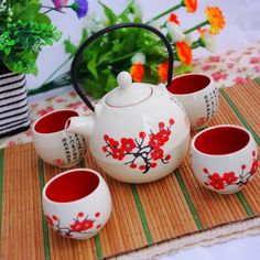 Japanese ceramic tea set series red plum and wind of Jingdezhen, Japan and South Korea set of pot 5 beige round Japanese Tea House, Japanese Tea Set, Japanese Gifts, Asian Tea Sets, Tea Pot Set, Pot Sets, Japanese Ceramics, China Patterns, Ceramic Painting