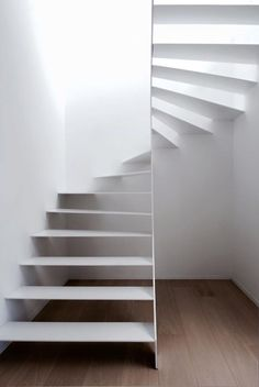 Spiral Staircase / craftsmanship House EM / Mechelen Areal Architects - Annette Home Stair Handrail, Staircase Railings, Spiral Staircase, Stairways, Interior Staircase, Staircase Design, Interior Architecture, Interior Design, Staircase Ideas