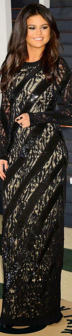 Selena Gomez 2015 Vanity Fair Oscar Party / Selena Gomez in Louis Vuitton