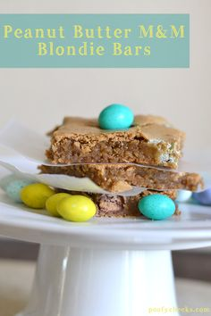 Chocolate, peanut butter and blondies all rolled into one - Peanut Butter M&M Blondie Bars by www.poofycheeks.com