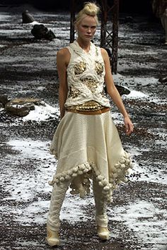 Alexander McQueen Fall 2003 Ready-to-Wear - Collection - Gallery - Style.com