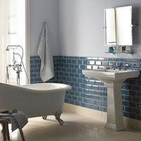 Jugendstil-Badezimmer mit Metrofliesen