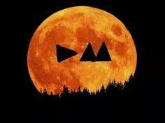 Depeche Moon!