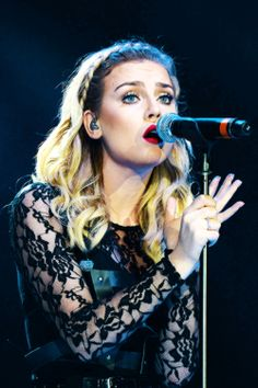 Perrie Louise Edwards >>> the most beautiful, perfect and luckiest girl in the world!!! Probs my fave pic of her!!!