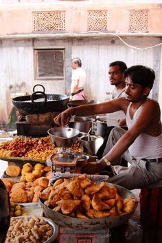 """India real food """" and not a mc""""donalds anywhere! enjoy before they swamp you guys with western cheap bad meat and chemical forced food ! Street Food Market, Mumbai Street Food, India Street, Best Street Food, Indian Street Food, Puri Recipes, Pakora Recipes, Indian Food Recipes, Indian Snacks"""