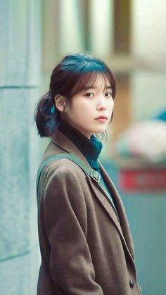 She is gorgeous I m serious 💜 Korean Star, Korean Girl, Asian Girl, Iu Short Hair, Short Hair Styles, Korean Celebrities, Celebs, Korean Actresses, Film Serie