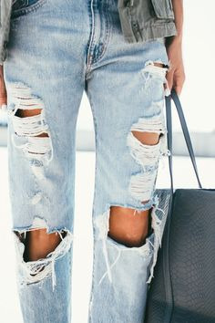 Ripped jeans + snakeskin tote