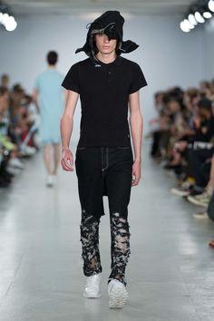 Christopher Shannon Spring 2017 Menswear Fashion Show Denim Pants, Men's Denim, Denim Style, Jeans, Vogue Paris, Christopher Shannon, Evolution T Shirt, Fashion Show, Mens Fashion